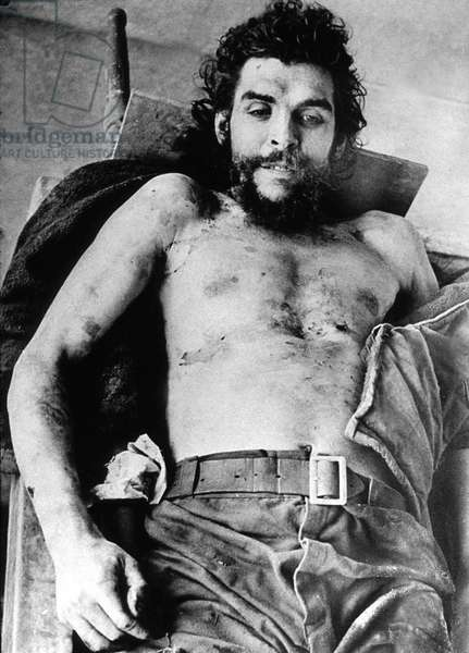 Ernesto Che Guevara, Argentine revolutionary leader, here dead after his execution in Bolivia in October 1967 (b/w photo)