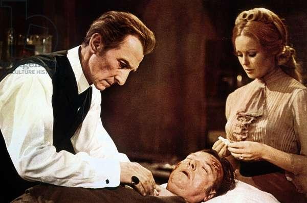 Le Retour de Frankenstein FRANKENSTEIN MUST BE DESTROYED de Terence Fisher avec Peter Cushing et Veronica Carlson,1969
