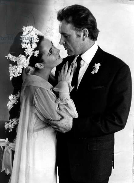 Liz Taylor et Richard Burton after the brief Wedding ceremony in a Montreal Hotel March 16, 1964