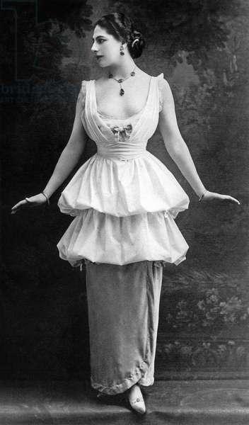 Margaretha Geertruida Zelle called Mata Hari (1876-1917) dutch dancer and spy for the Germany, photographied c. 1914