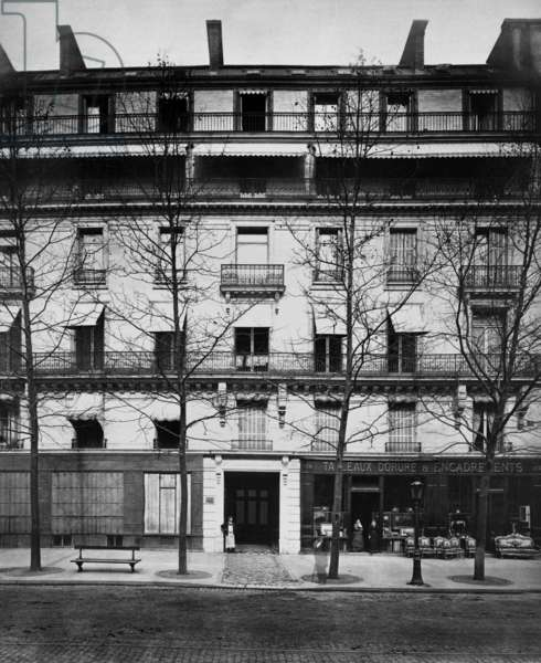 View of building 104 boulevard Haussmann in Paris, 1880