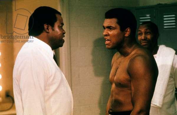 Le boxeur Muhammad Ali et son manager Brown sur le tournage du film The greatest de TomGries et MonteHelleman en 1977