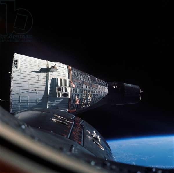 Gemini 6A (December 15-16 1965) and Gemini 7 (December 4-18 1965) : the 2 spacecrafts meeting in orbit