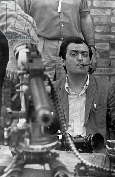 Stanley Kubrick sur le tournage de son film Docteur Folamour Dr Strangelove ( How I Learned to Stop Worrying and Love the Bomb) en 1964