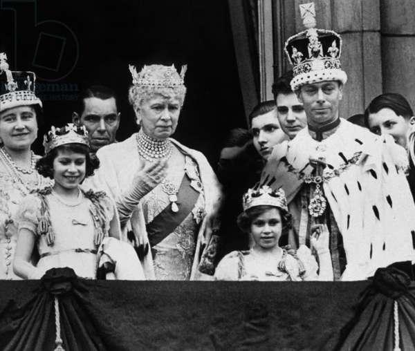 Coronation of English King  George VI of England on May 12, 1937 : Elizabeth Bowes-Lyon (George VI's wife), Princess Elizabeth (future Queen Elizabeth II), Queen Mary of Teck, Princess Margaret and King  George VI, Buckingham Palace, London