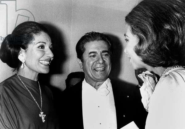Madrid : Sophie of Spain congratulating Maria Callas, in the middle Giuseppe Di Stefano