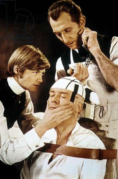 Le Retour de Frankenstein FRANKENSTEIN MUST BE DESTROYED de Terence Fisher avec Simon Ward et Peter Cushing, 1969