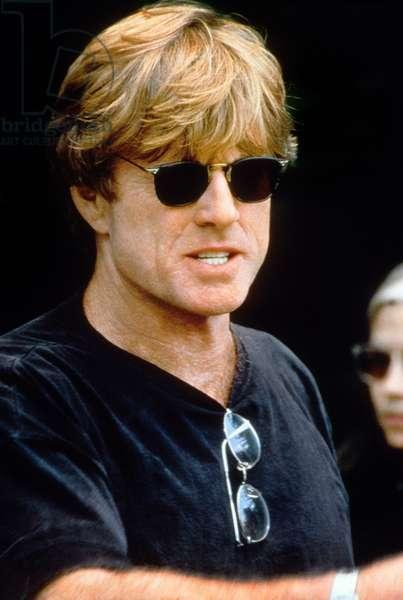 Le realisateur Robert Redford sur le tournage du film Quiz Show en 1994