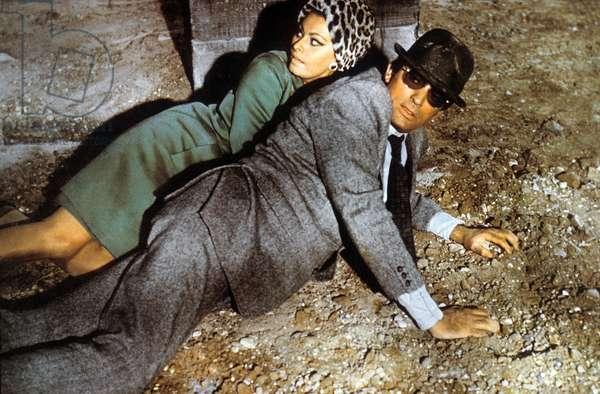 Arabesque de StanleyDonen avec Gregory Peck, Sophia Loren (costume par Yves saint Laurent), 1966