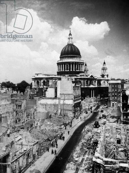 St Paul's and the Aftermath of the Battle of Britain, September 1940 (b/w photo)