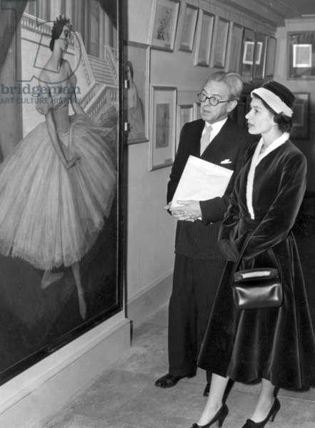 Queen Elizabeth II at Pavlova exhibition in 1956