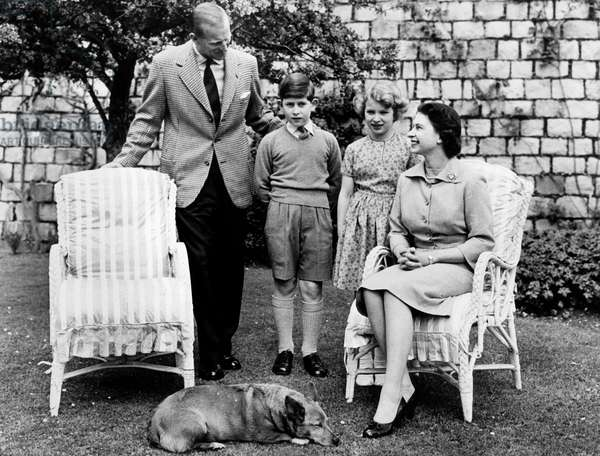 Queen Elisabeth with Family in Windsor 1959