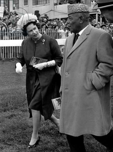 Queen Elisabeth II and President of Sudan, Ibrahim Abboud in 1964