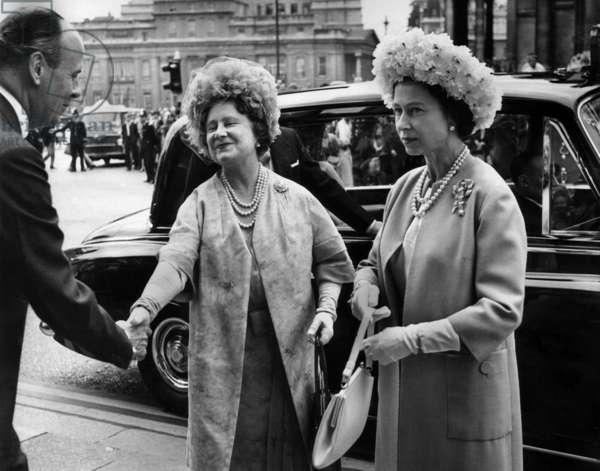 Queen Elizabeth II and Queen Mother in 1967
