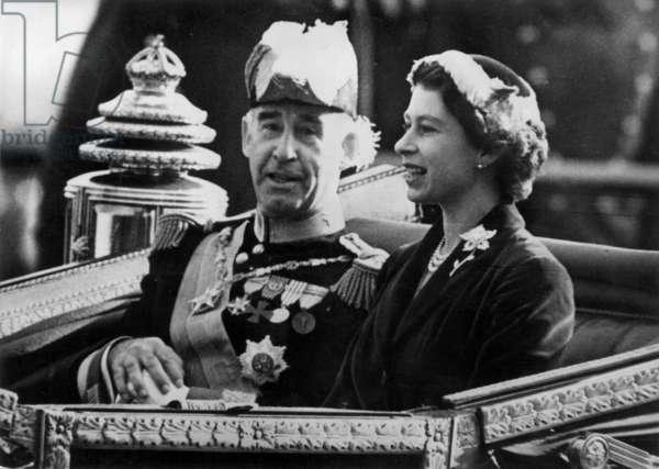 General Craveiro and Queen Elizabeth II