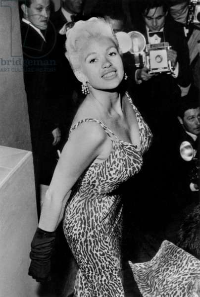 "Jayne Mansfield at the premiere for ""Oh For a Man"" in London, 25th September 1957 (b/w photo)"