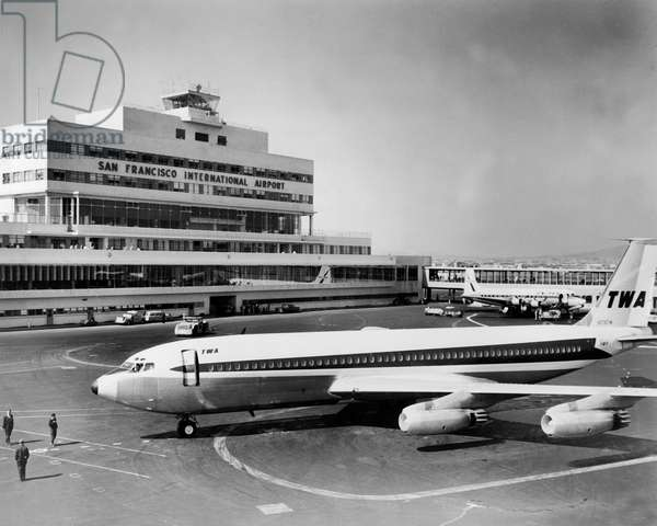 American Civil Flight Boeing 707 de TWA Company à l'aéroport de San Francisco (premiers modèles datant de 1954) (b/w photo)