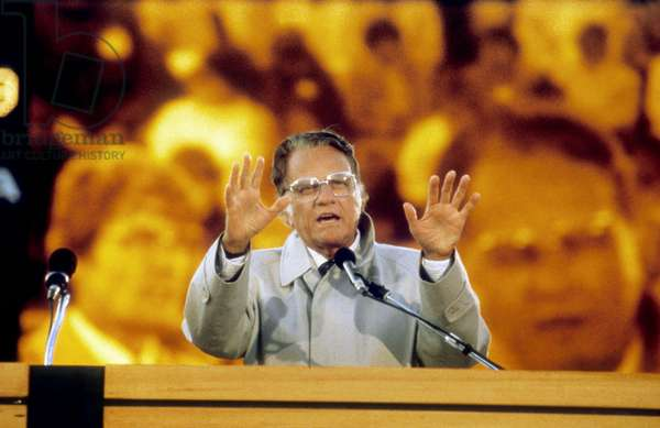 American Preacher Billy Graham Preaching in The 80'S (photo)