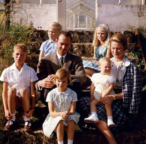 Grand Duke Jean of Luxembourg and his wife Grand Duchess Josephine-Charlotte of Luxembourg with their children in Botzdorf castle september 10, 1964 : foreground : princess Margaretha ;  c : prince Henri (future Grand Duke), Grand Duke Jean, Grand Duchess Josephine Charlotte with prince Guillaume ; background : prince Jean and princess Marie-Astrid (photo)