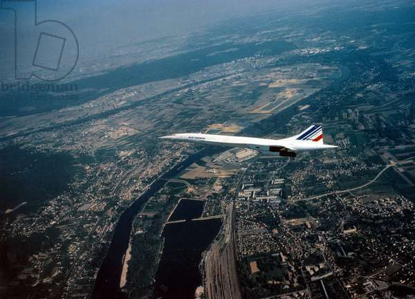 Avion Concorde (Air France) après le décollage de Paris, 1975 (photo)