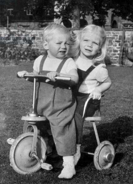 Children of prince JohnofLuxemburg and princess JosephineCharlotte : prince Henri (b. 1955, future Grand Duke of Luxemburg) and princess Marie Astrid (b.1954) on october 27, 1956 (b/w photo)