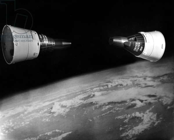 Gemini 6A (December 15-16 1965) and Gemini 7 (December 4-18 1965) : The 2 Spacecrafts Meeting in Orbit (b/w photo)