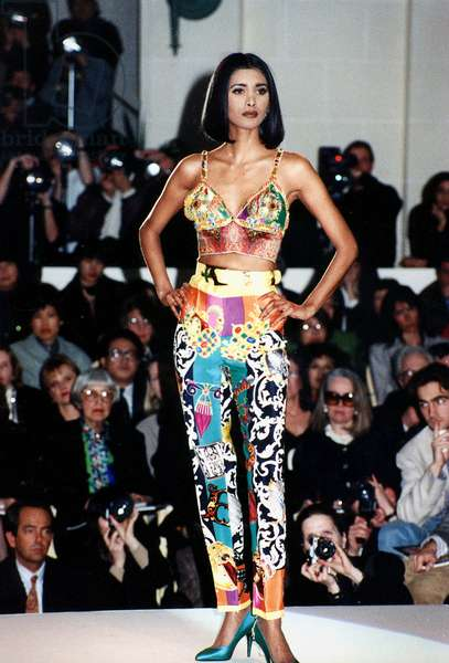 Spring Summer Versace Fashion Collection 1991 Soutien-Gorge Bustier Long-Line Bra (photo)