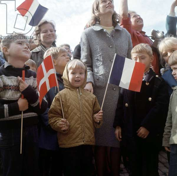 Pupils of The French School Greeting Princess Margrethe of Denmark on The Eve of her Wedding With Prince Henrik June 9, 1967 (photo)