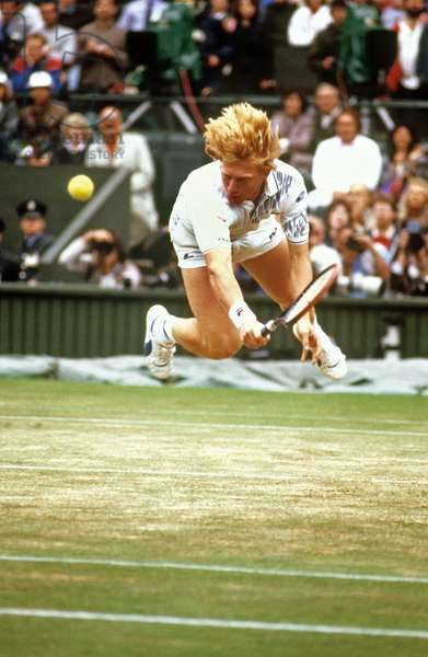 Tennisman Boris Becker at a Wimbledon Game on July 5, 1988 (photo)