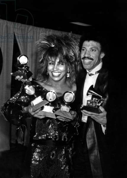 Tina Turner Et Lionel Ritchie at 27Th Grammy Awards February 26, 1985 (b/w photo)