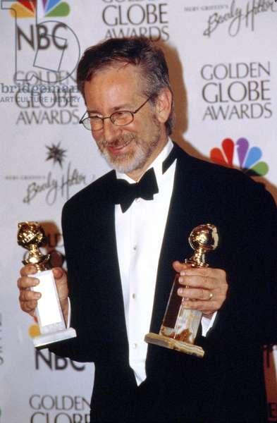 Steven Spielberg Received Prize at Golden Globe Awards 1999 (photo)