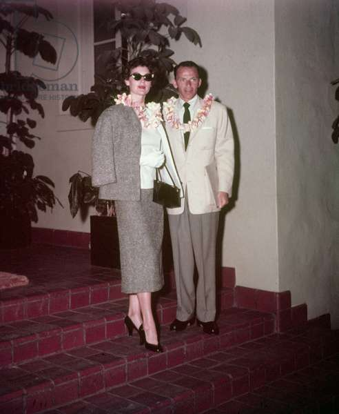 Frank Sinatra and his Wife Ava Gardner in Hawai in 1953 (photo)