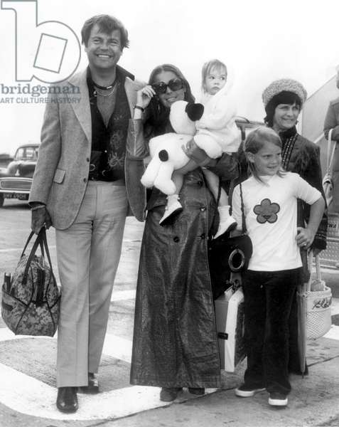 Robert Wagner and Natalie Wood With Their Children Natasha and Katharine August 1972 (b/w photo)