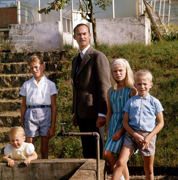 Grand Duke Jean of Luxembourg with his children at Betzdorf castle on september 10, 1964 : l-r : prince Guillaume, prince Henri, Grand Duke Jean, princess Marie-Astrid, prince Jean (photo)