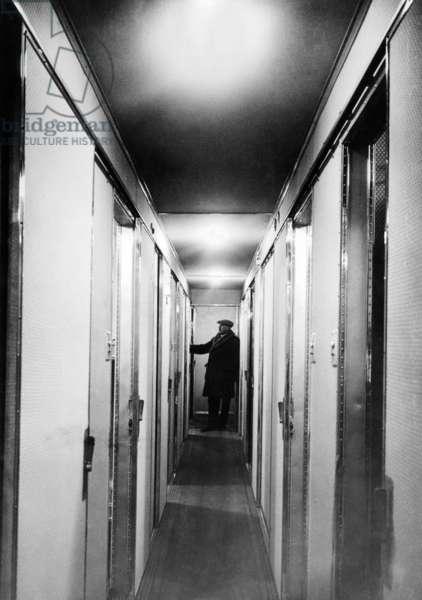 Inside the Hindenburg Airship. Interior corridor of the passenger cabin. March 17, 1936