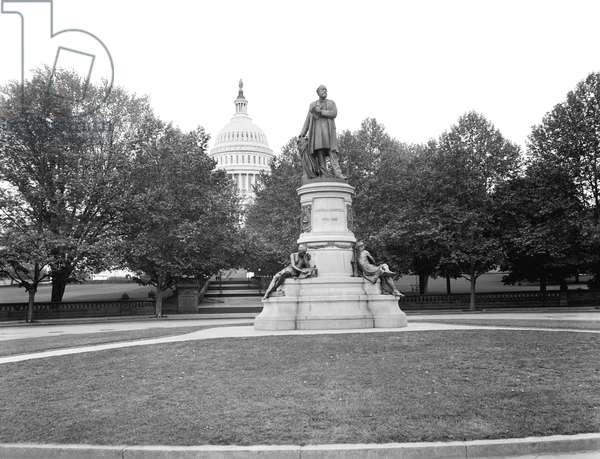 James A. Garfield Monument, Washington DC, USA, William Henry Jackson for Detroit Publishing Company, 1897 (b/w photo)