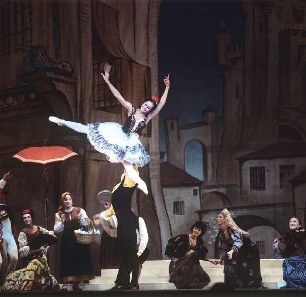Nadezhda Pavlova as Kitri and Vyacheslav Gordeyev as Basilio in a scene from Act 1 of Ludwig Minkus' ballet 'Don Quixote' choreographed by Rostislav Zakharov at the State Academic Bolshoi Theatre of the USSR, 1978 (photo)