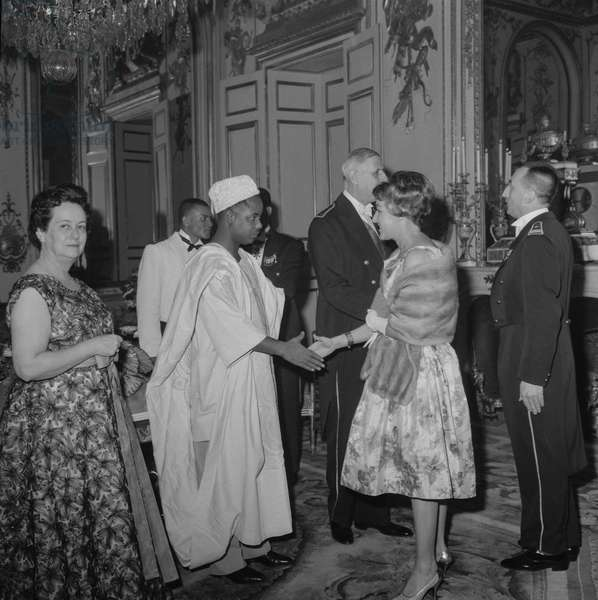 Reception given at the Elysee, Paris, on July 27, 1960 : French president Charles de Gaulle and his wife Yvonne (l) with president of Cameroon Ahmadou Ahidjo (b/w photo)