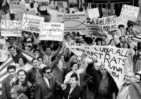 Cubans of new York demonstrating against communism and against Fidel Castro for a free Cuba, 1962