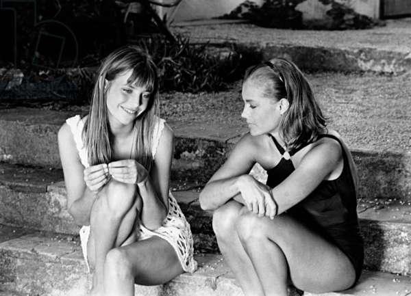 Jane Birkin et Romy Schneider sur le plateau du film Les pécheurs Aka The Swimming Pool 2 septembre 1968 (photo b/s)