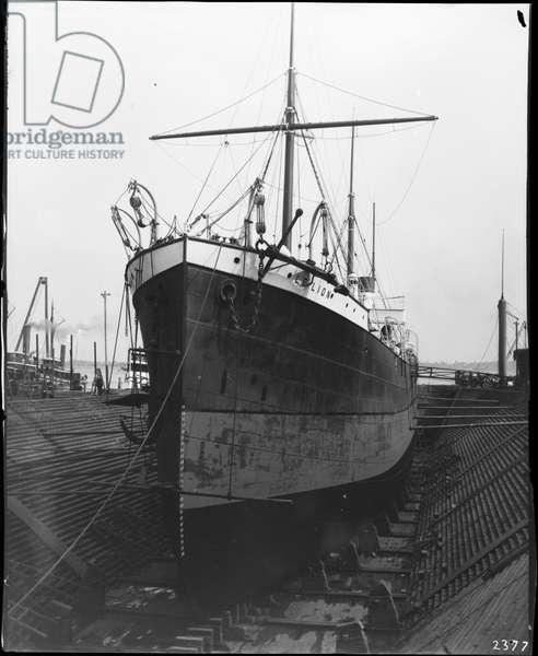 Le Lion Steamship in dry dock, 1896 (b/w photo)