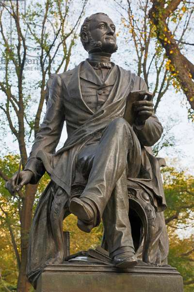 Statue in Central Park of American poet Fitz-Greene Halleck, New York, USA (photo)