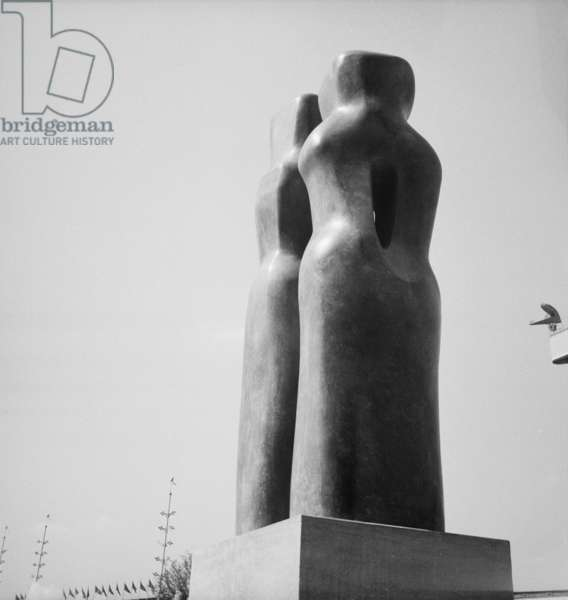 Contrapuntal Forms by Barbara Hepworth, Festival of Britain, Lambeth, London, UK, 1951 (b/w photo)