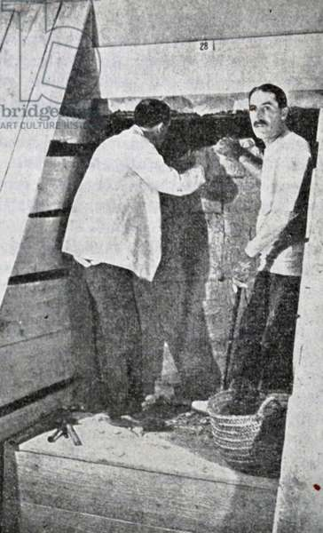 Howard Carter and George Herbert, 5th Earl of Carnarvon discovering Tutankhamen's tomb