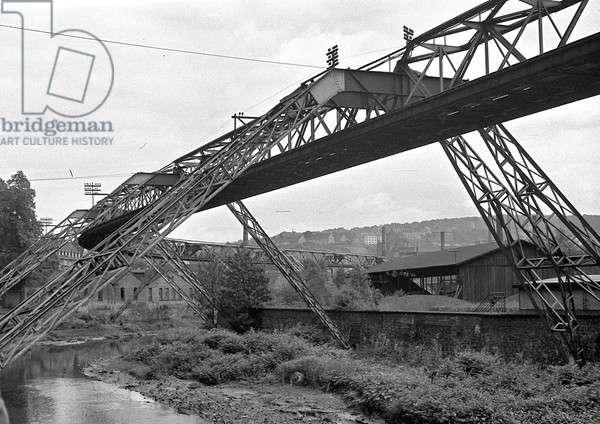 Large metal bridge structure