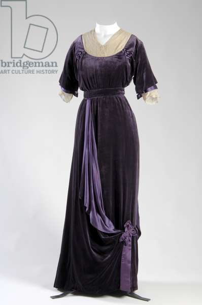Afternoon dress, 1910 (front view), Silk velvet, silk satin, silk lace, Jeanne Paquin, France