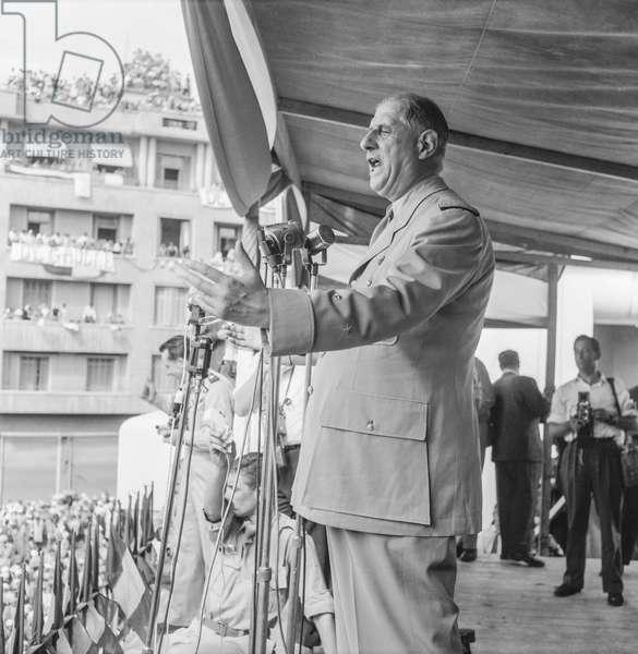 Speech by De Gaulle (b/w photo)