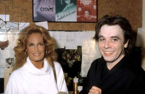 Dalida congratulated by Jean Guidoni after hher concert at the Olympia, 1983 (photo)