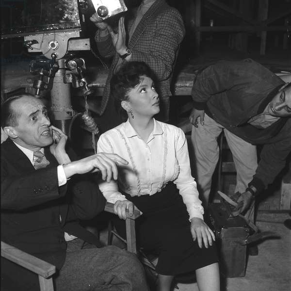 Gina Lollobrigida and Rene Clair on the set of Beauties of the night, 1952