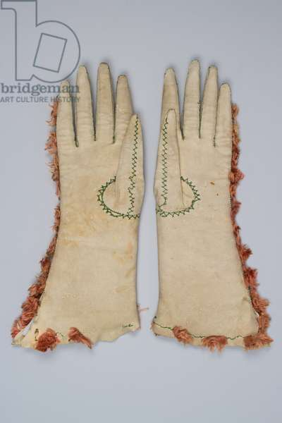 Pair of women's gloves, 1660-1680 (leather, silk)